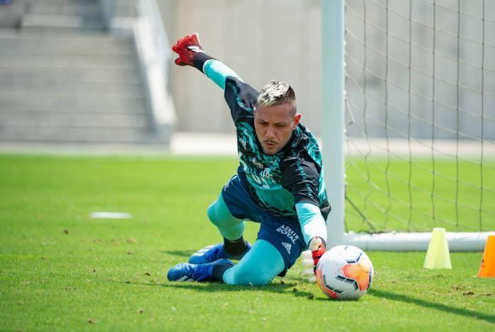 Diego Alves treina forte para a estreia do time na Liberta