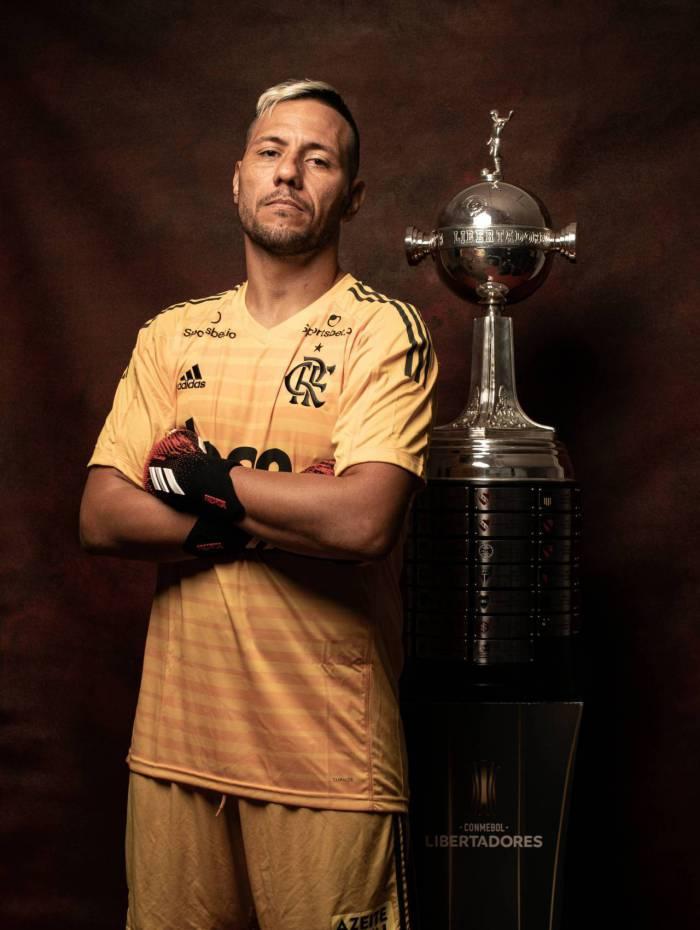 Rio - Campeão da última edição da Libertadores, o Flamengo estreia no torneio nesta quarta-feira, contra o Junior Barranquila-COL - Na foto Diego Alves