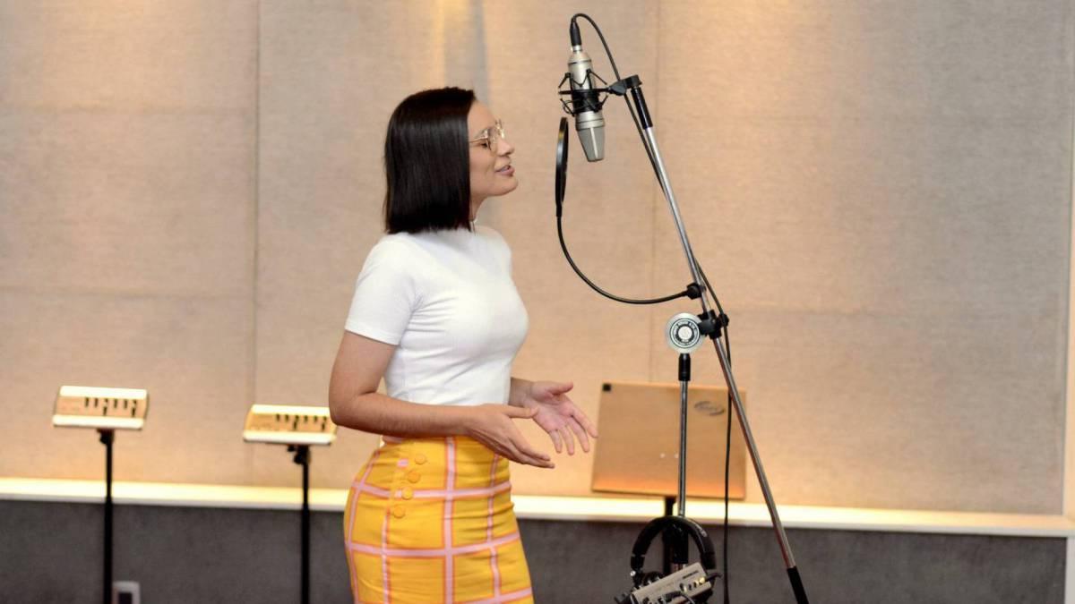 Andressa Urach grava música em estúdio no Rio