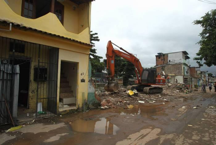 Poder público decide demolir casas em área atingida por desabamentos no bairro Jardim América