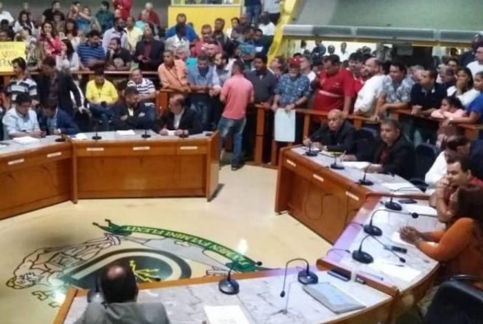 Vereadores rejeitam pedido de investigação contra prefeito Samuca Silva