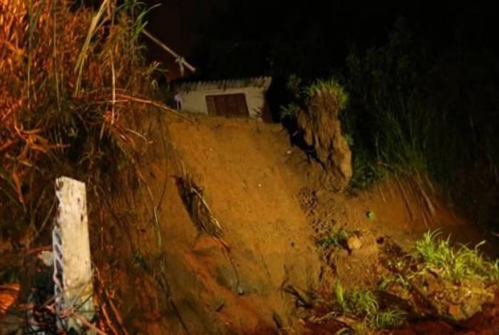 Foram, ao todo, 12 deslizamentos de terra. Ninguém ficou ferido