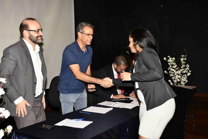Os concursados tomaram posse e receberam os parabéns do prefeito Rogerio Lisboa