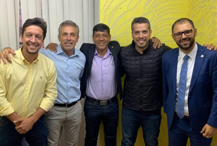 Gustavo Schmidt, Gil Vianna, Marcelo do Seu Dino, Rodrigo Amorim e Alexandre Knoploch