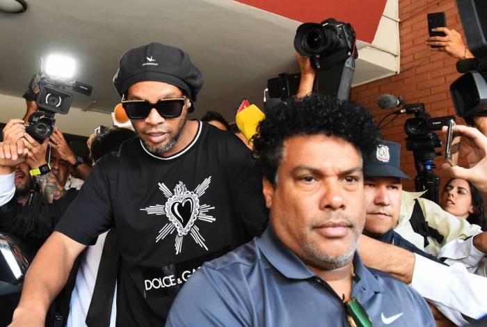 Ronaldinho Gaúcho e Assis estão presos no Paraguai, enquanto sistema Judiciário foi interrompido por pandemia