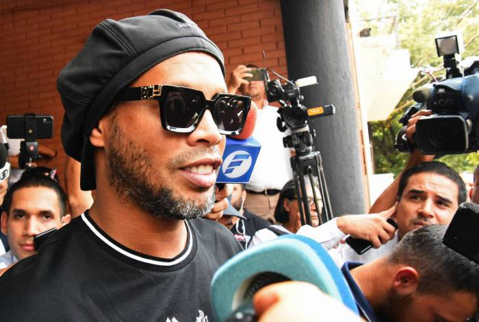 Ronaldinho e Assis estão presos desde sexta-feira em Assunção