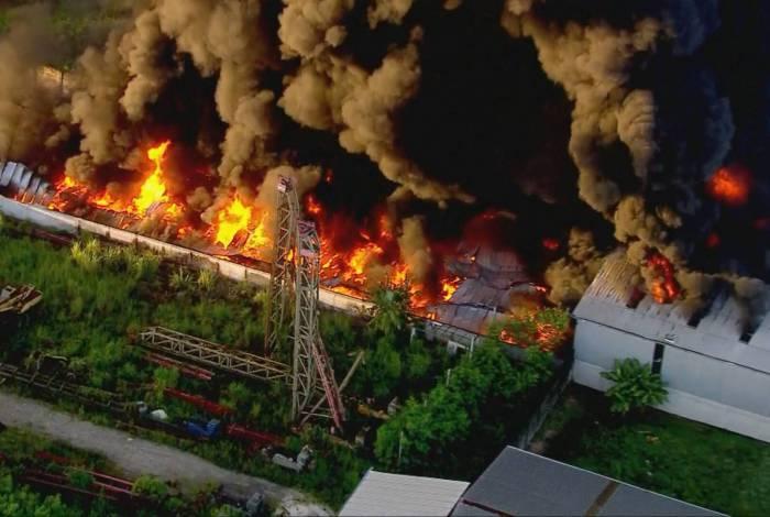 Ainda não há informações sobre o que provocou o incêndio