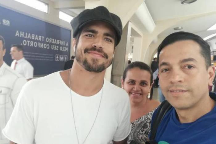 Caio Castro e fãs