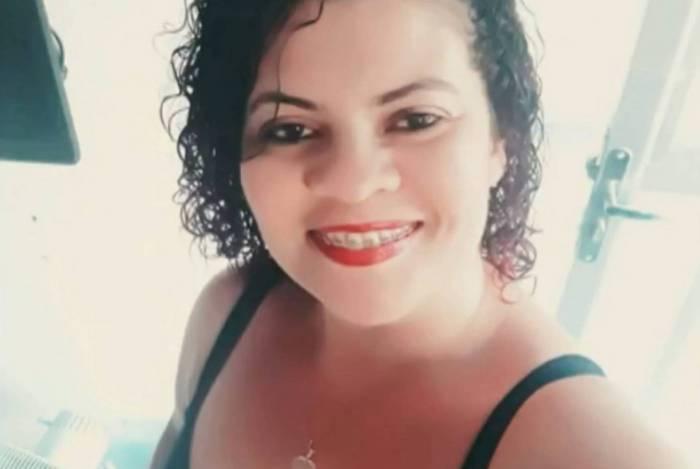 Ely Arêas, 42 anos, levou 12 facadas, em Nova Iguaçu. O acusado é o ex-marido, de quem ela havia se separado por causa da violência