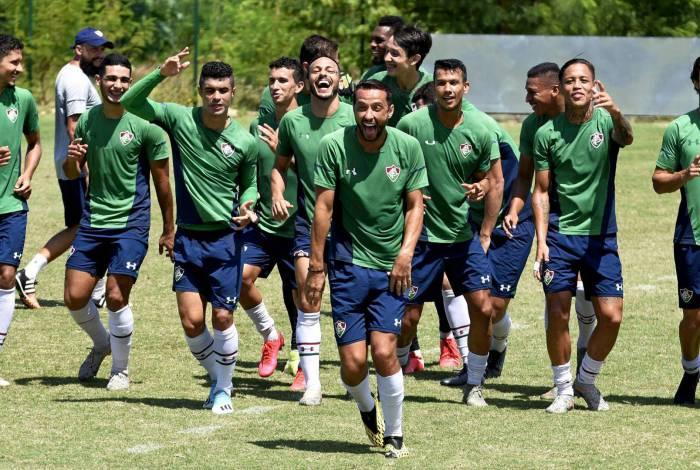 Motivados, após as duas vitórias seguidas, os jogadores do Fluminense brincam após o rachão de ontem, no CT Carlos José Castilho