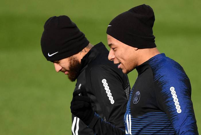 PSG de Neymar e Mbappé jogará com portões fechados contra o Borussia