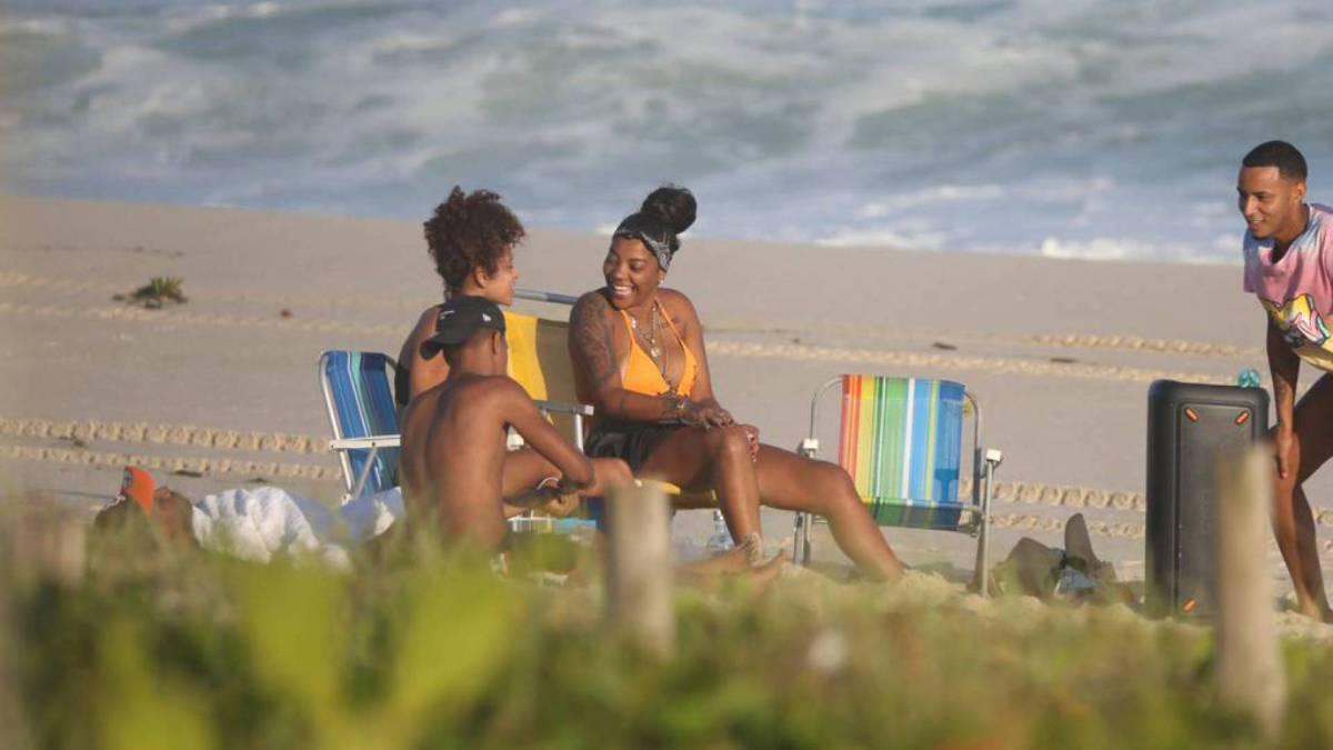 Ludmilla na Praia da Reserva, na Zona Oeste do Rio, na tarde desta segunda-feira