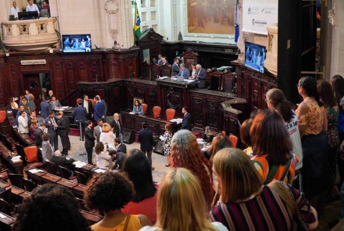 Servidores acompanharam a votação do veto ao reajuste na última semana das galerias da Alerj