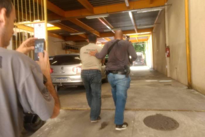 O motorista foi preso em Santa Cruz da Serra, Duque de Caxias