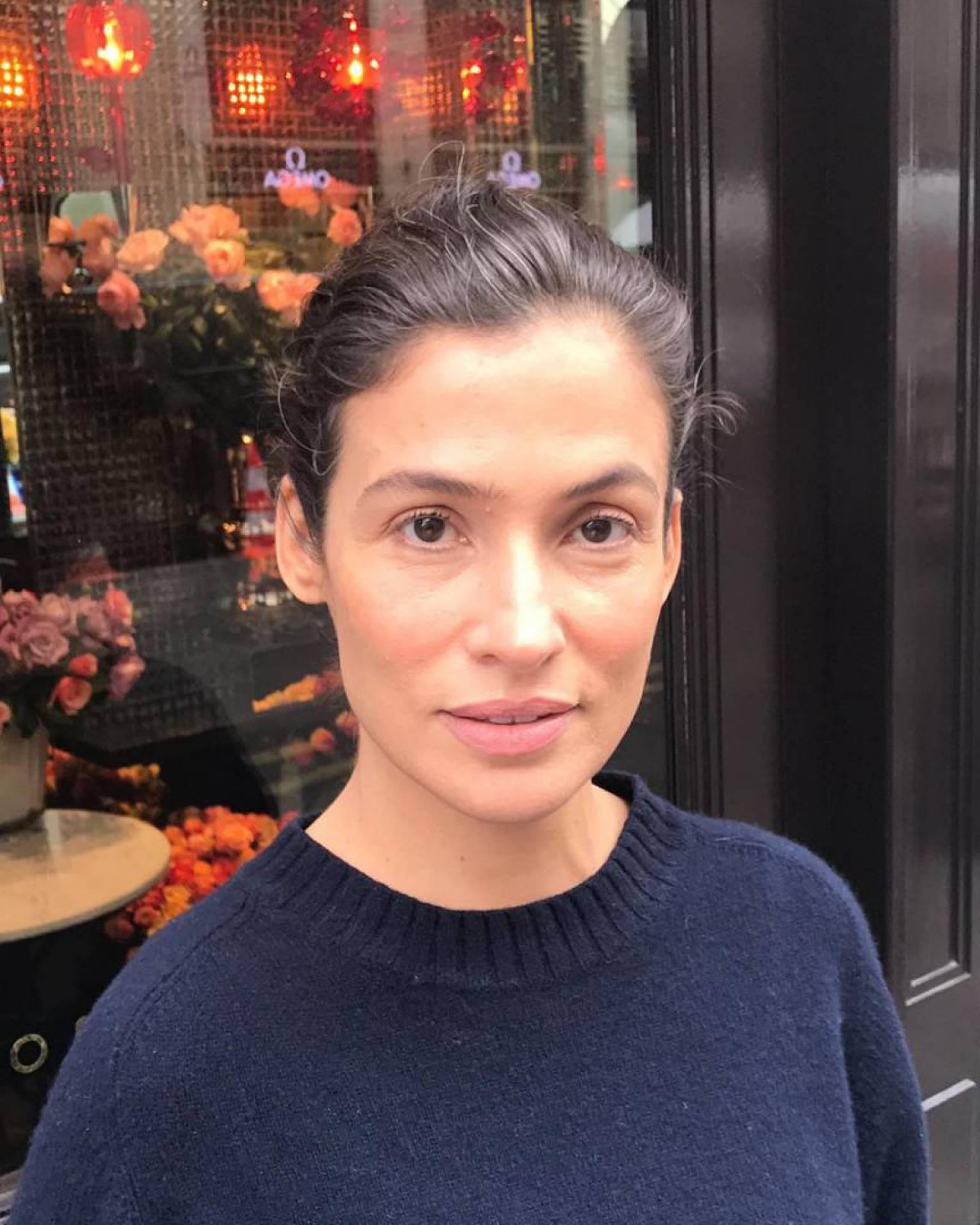Renata Vasconcellos publica foto com irmã gêmea e semelhança impressiona fãs