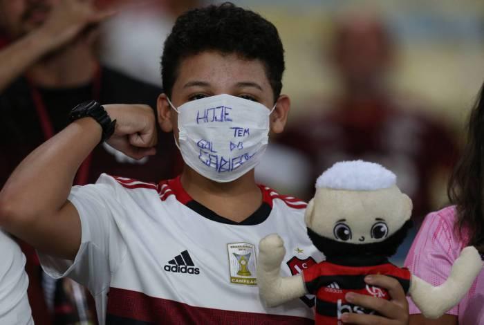 Torcedores do Flamengo usaram máscara contra o coronavírus na partida do time contra o Barcelona de Guayaquil, pela Libertadores