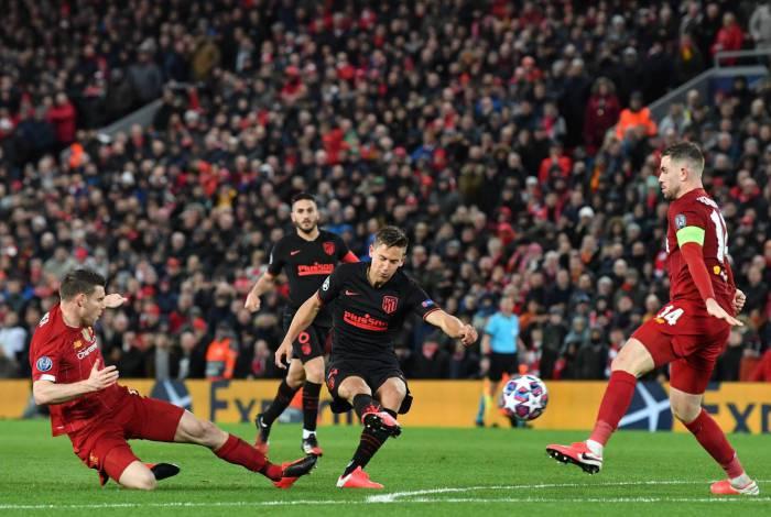 Liverpool e Atlético de Madrid, pelas oitavas de final da Liga dos Campeões da Europa, em 11 de março