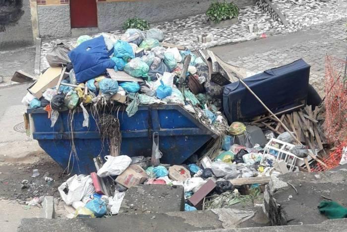 Rua Cascata está há uma semana sem coleta