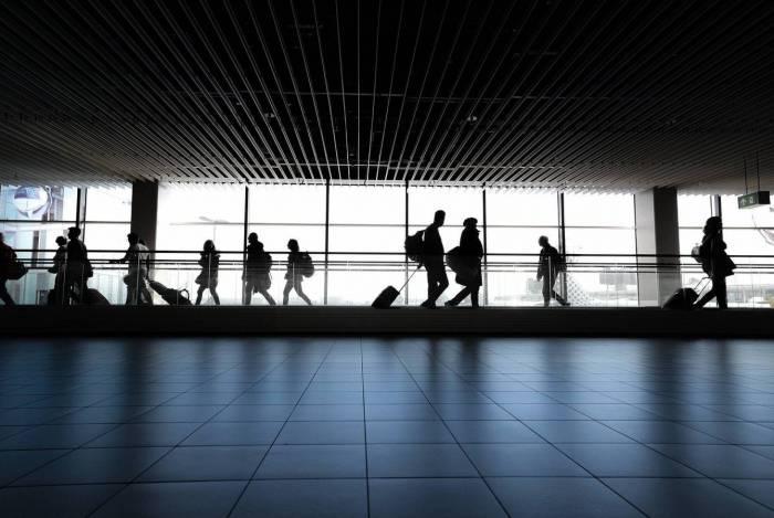 Companhias aéreas devem ressarcir o consumidor que decidir cancelar uma viagem à Europa, em razão do coronavírus, ou remarcar a viagem sem custos, aponta especialista em Direito do Consumidor