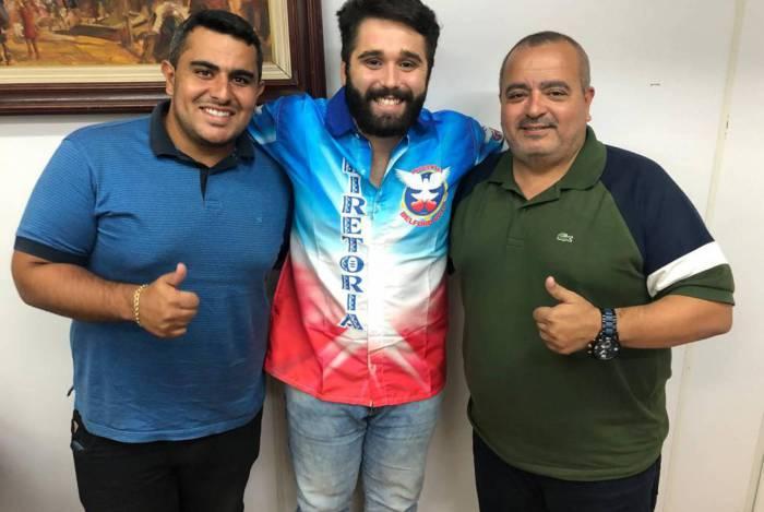 Presidente de Honra Rodrigo Gomes, o carnavalesco Lucas Milato e o presidente Reginaldo Gomes