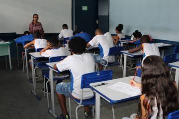 Professores estaduais e municipais do Rio decidirão sobre greve contra reabertura das escolas