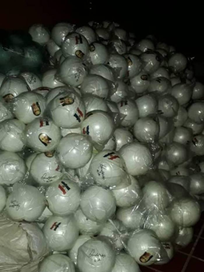 Mais de 6 mil bolas com rosto de R10 estavam na casa de empresária