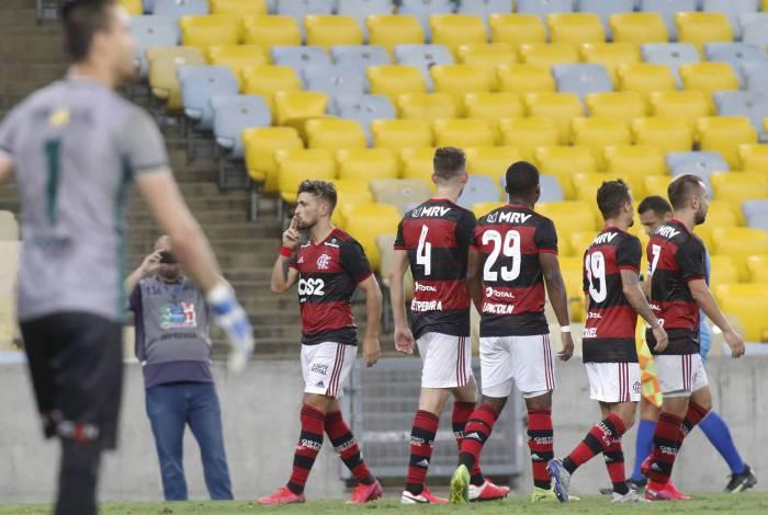 Em março, antes da paralisação do futebol, o Flamengo chegou a jogar sem público, contra a Portuguesa