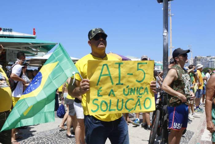 Manifestação a favor de Bolsonaro em Copacabana