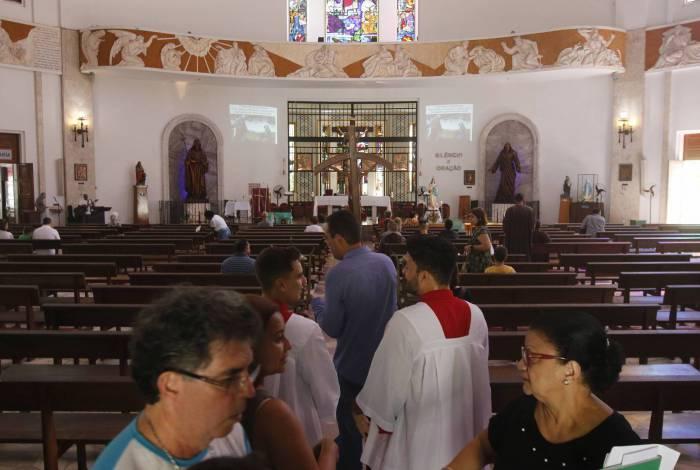 Poucos fiéis foram à tradicional missa das 10h na Paróquia São Judas Tadeu, no Cosme Velho