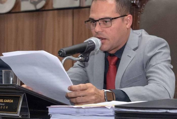 O presidente da Câmara, Felipe Garcia, assinou ato referente a ações para prevenção do coronavírus