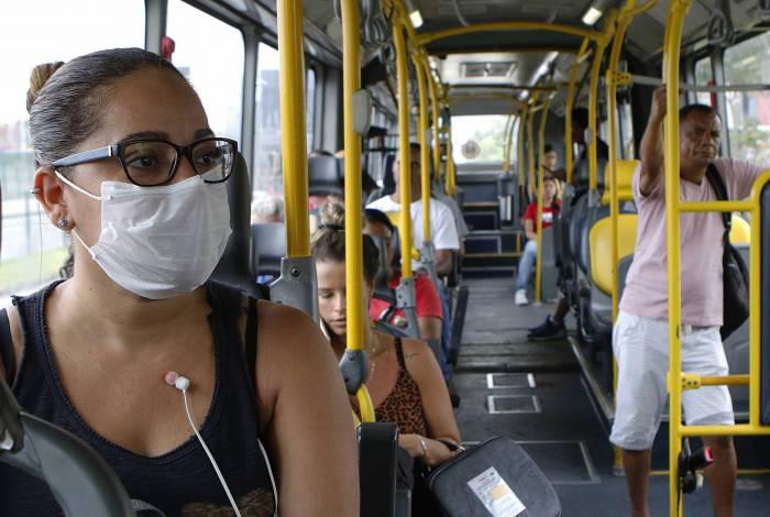 Rio de Janeiro - RJ  - 17/03/2020 - Coronavirus na cidade do Rio -  na foto, Tatiane Andrade, utilizando BRT - Foto Reginaldo Pimenta / Agencia O Dia