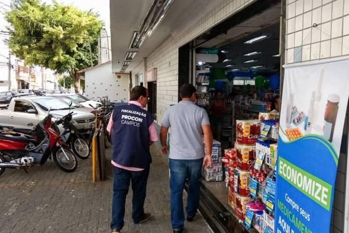 Fiscais do Procon de Campos apertaram o rigor no combate à prática de aumentos abusivos de preços, com notificação e multas