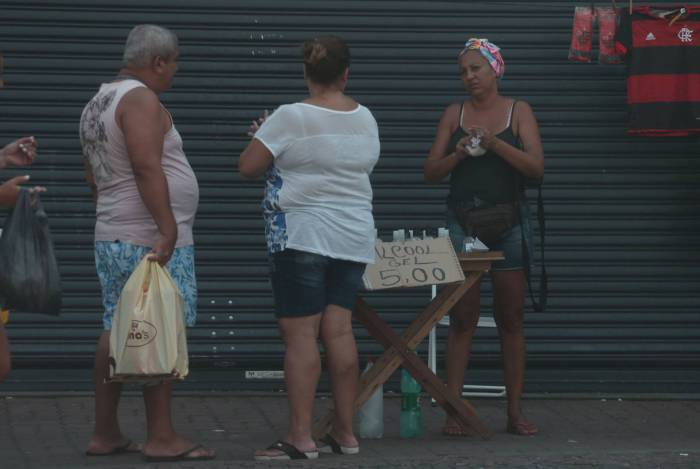 Rio,18/03/2020-CASCADURA, Ambulantes vendendo de alcool gel .Foto: Cleber Mendes/Agência O Dia