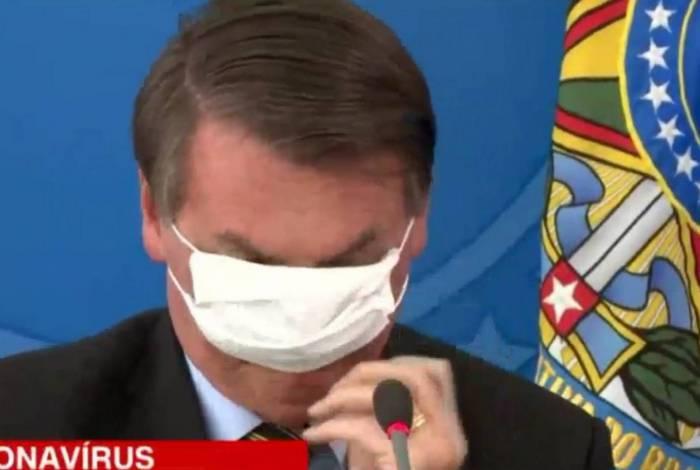 Bolsonaro usou máscara em coletiva de imprensa sobre o coronavírus