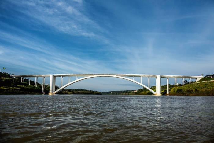 Ponte da Amizade é ligação entre Paraguai e Brasil