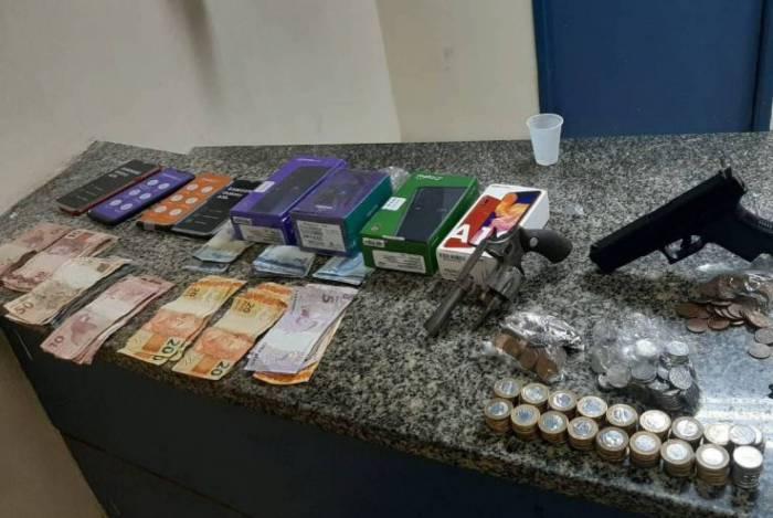 Criminoso foi baleado e outros dois presos após roubo a uma Lojas Americanas de Copacabana