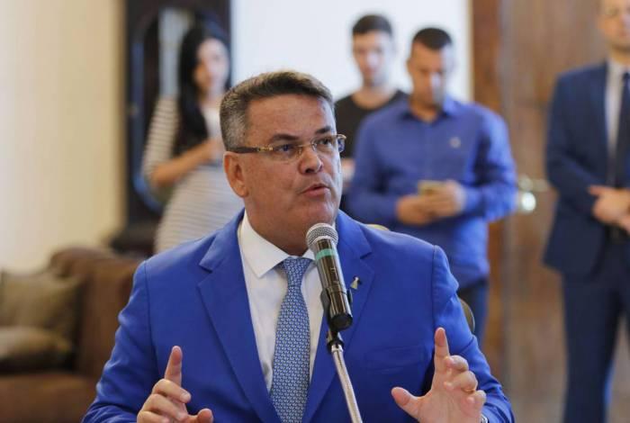O presidente do Tribunal de Justiça do Rio de Janeiro, desembargador Claudio de Mello Tavares assina convênio de cooperação técnica para dar rapidez aos processos de dívida ativa de onze municípios fluminenses.