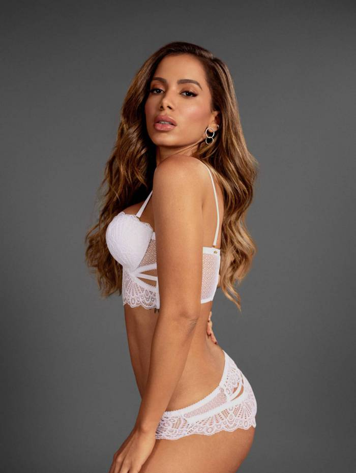 Anitta estrela campanha de lingerie