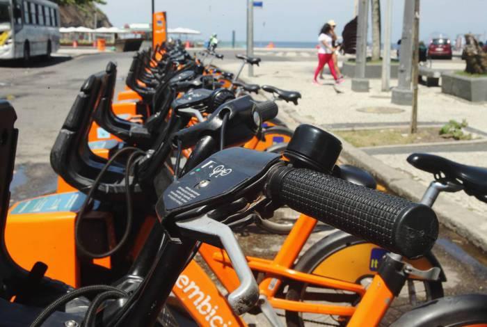 No guidom de bicicletas, vírus pode durar até 72 horas, proporcionando a contaminação de usuários