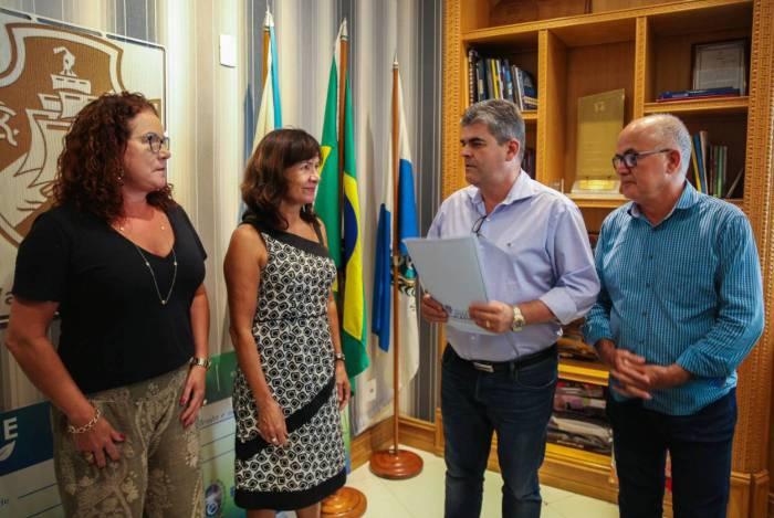 O prefeito de Duque de Caxias, Washington Reis, anunciou a compra da antiga Casa de Saúde São José