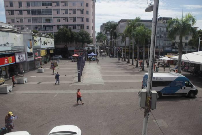 Lojas dos centros comerciais da região reduziram horários de funcionamento e quantidade de funcionários
