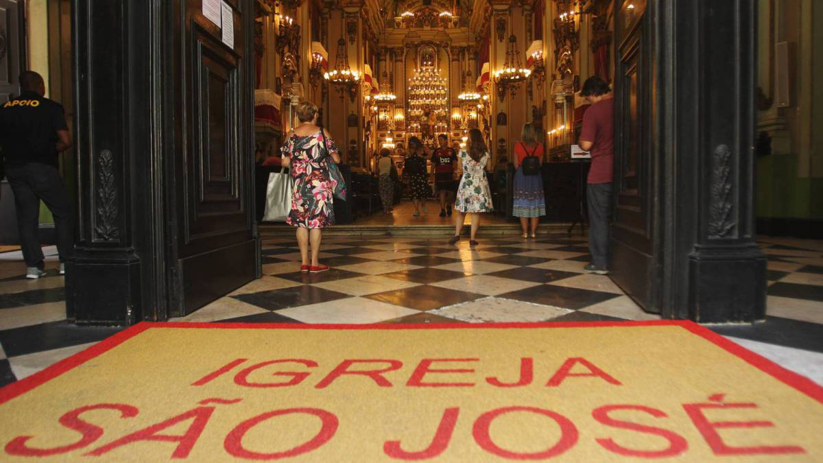 Rio - 19/03/2020 - COVID-19 - Coronavírus -  Dia de São José, na Praça 15, é lembrado com Igreja em sua homenagem mas sem missa. Foto: Estefan Radovicz