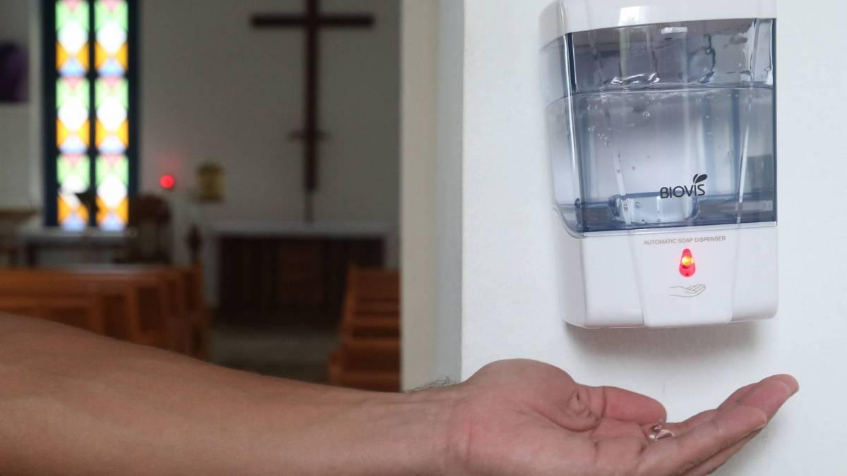 Rio,28/02/2020 - COVID-19 - Coronavírus -  Paroquia de Sao Conrado.  Igreja adota o uso de álcool gel. Foto: Cleber Mendes