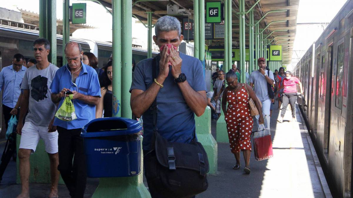 Rio - 16/03/2020 - COVID-19 - Coronavírus - Movimentação na Estação Central do Brasil, centro do Rio - Foto Reginaldo Pimenta