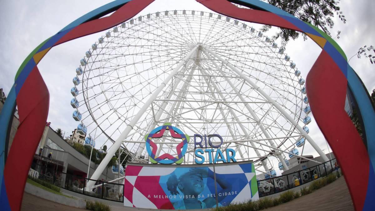 Rio, 17/03/2020 - COVID-19 - Coronavírus - Movimentação na cidade por conta do coronavírus, na foto  A roda gigante Rio Star. Foto de Gilvan de Souza