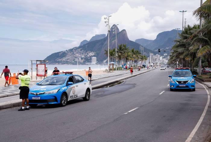 22/003/2020 - AGENCIA DE NOTICIAS - PARCEIRO - Clima tempo. Movimentacao reduzida em praias da Zona Sul, na manha deste domingo (22). Ipanema com pouco movimento e presenca da policia militar.