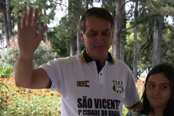 Jair Bolsonaro ganhou 'festinha' com bolo no seu aniversário de 65 anos
