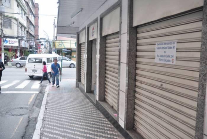 Restaurantes e bares estão obrigados a fechar as portas, funcionando apenas no sistema de delivery