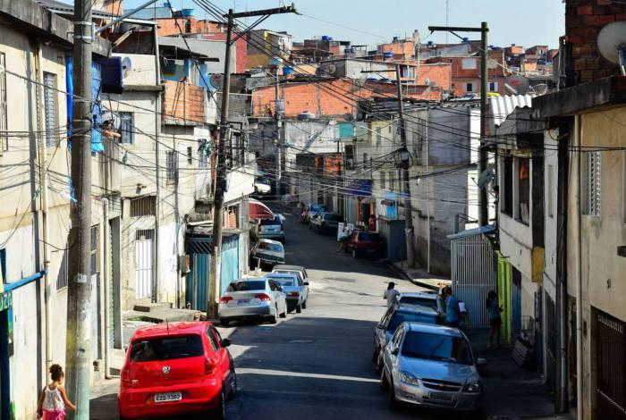 São Paulo - Mobilização nacional contra o Aedes aegypti pelas ruas da comunidade de  Heliópolis. Foi feita uma campanha de conscientização com panfletos para acabar com focos do mosquito (Rovena Rosa/Agência Brasil)