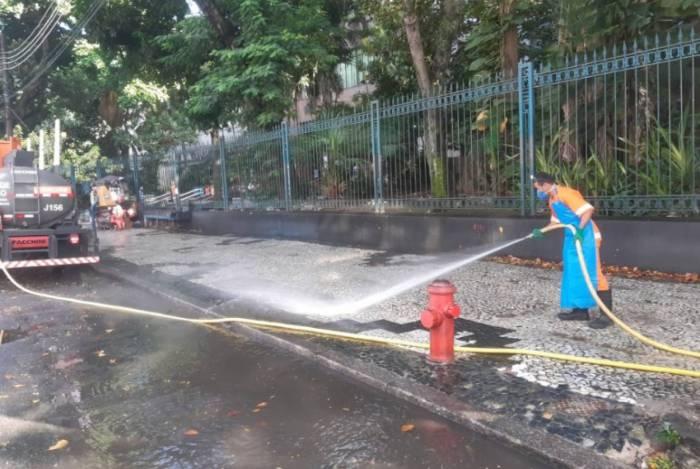 Comlurb limpa locais com maior risco de contágio no Rio